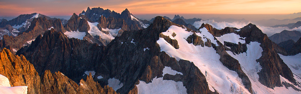 Informační a publikační server je určen všem, kteří mají rádi hory, skály a skalní útvary u nás i ve světě. Umožňuje všem registrovaným uživatelům psát články, přispívat do jednotlivých témat v diskuzním fóru, publikovat fotografie ze svých cest, výstupů a lezeckých zážitků.  Náš projekt dává široký prostor k informování veřejnosti o všech možných aktivitách spojených s problematikou hor. Nabízí příležitost, podělit se s ostatními, o své zkušenosti, zážitky i lezecké úspěchy. Založeno 1. dubna 2014.